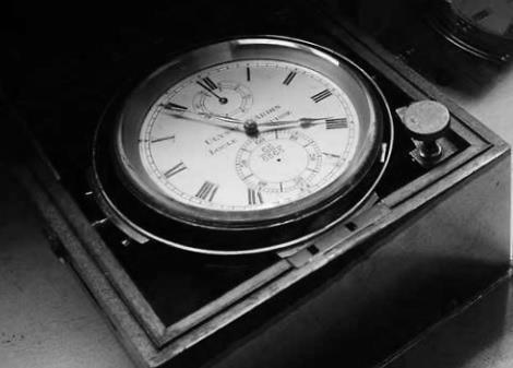 Con cronómetros y relojes fueron determinados los intervalos de tiempo.