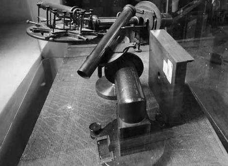 Este es uno de los teodolitos (instrumento de medición) que se exhibe en el Observatorio Astronómico.