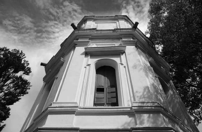Observatorio Astronómico, la torre iluminada por la ciencia