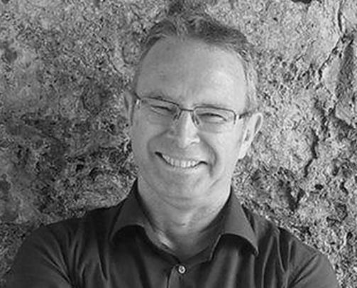 El escritor irlandés Mike McCormack gana Premio Goldsmiths 2016