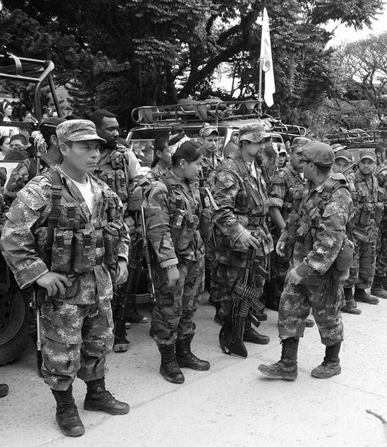 """Juan Manuel Santos: """"Día histórico en Colombia por inicio de desarme de las FARC"""""""