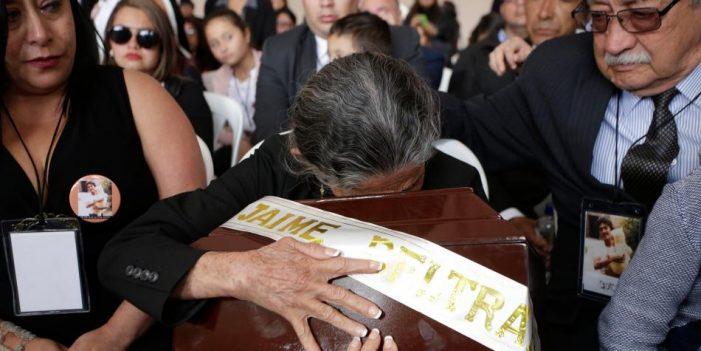 Fiscalía entrega restos de una víctima del Palacio de Justicia