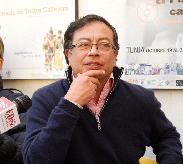 """""""La clase política colombiana tiene miedo. De allí su designio: hundir a Petro, cueste lo que cueste"""""""