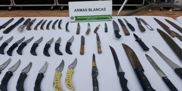 Enrique Peñalosa aprueba decreto que prohíbe venta y porte de armas blancas en Bogotá