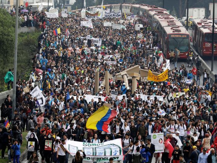 Caos en Bogotá por marcha de estudiantes universitarios