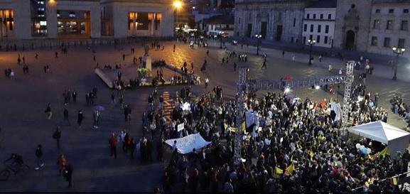"""Fracasó la """"gran protesta"""" de Uribe contra el consumo de cerveza en público"""