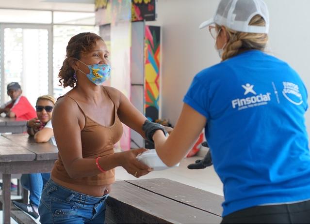 Finsocial y Dulcerna se unen para llevar alimentos a familias vulnerables de Barranquilla