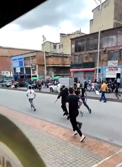 Comerciantes de centro de Bogotá pidieron perdón y firmaron la paz tras duro enfrentamiento por el espacio público
