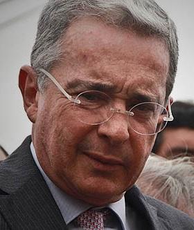 """Ordenan """"casa por cárcel"""" a Álvaro Uribe"""