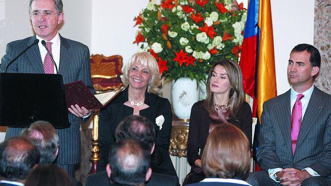 El Ayuntamiento de Cádiz quitará el Premio Libertad Cortes de Cádiz al ex presidente Álvaro Uribe