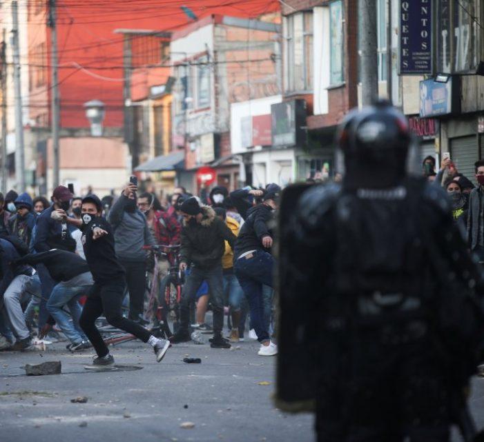 Diez muertos y más de 250 heridos, deja disturbios contra la Policía en Bogotá
