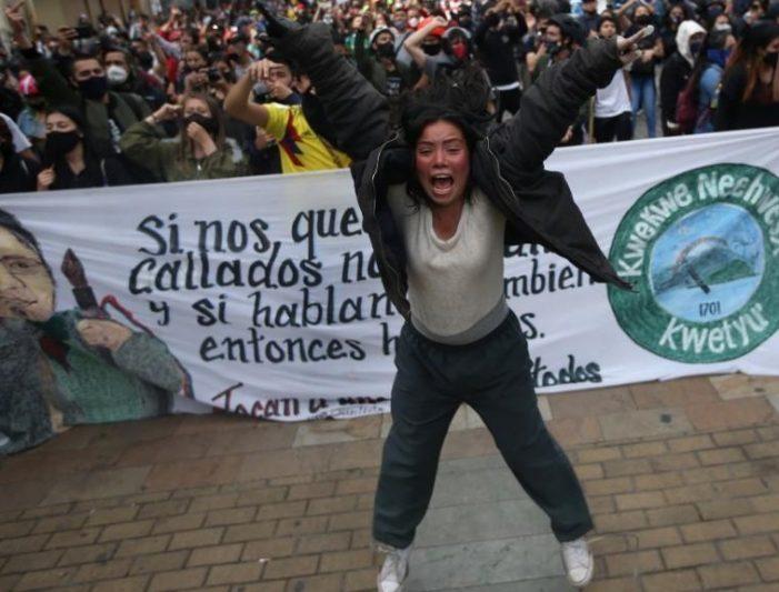 """Jornada de """"perdón y reconciliación"""" terminó con intervención del ESMAD en Bogotá"""