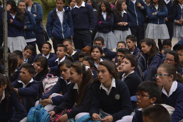 Clases en colegios públicos de Bogotá será de manera no presencial