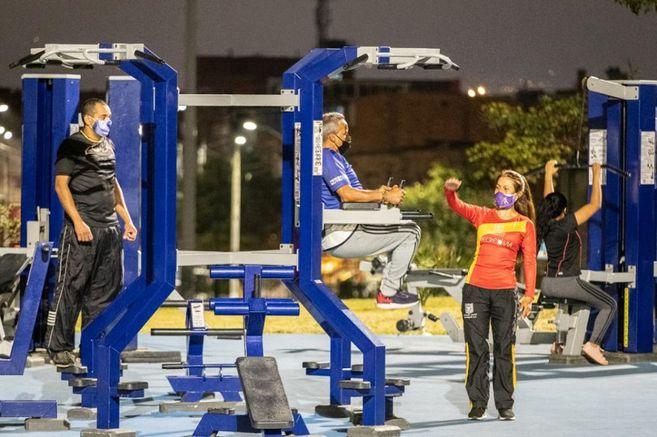 Autorizan en Bogotá la utilización de los gimnasios de los parques en la noche