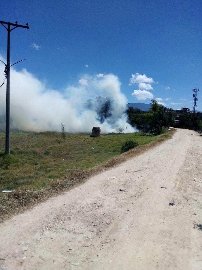 Bomberos de Bogotá controlan incendio forestal en la localidad de Tunjuelito