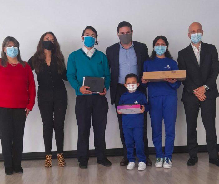 ProBogotá Región entrega computadores, tabletas y planes de internet a estudiantes del Colegio Las Margaritas
