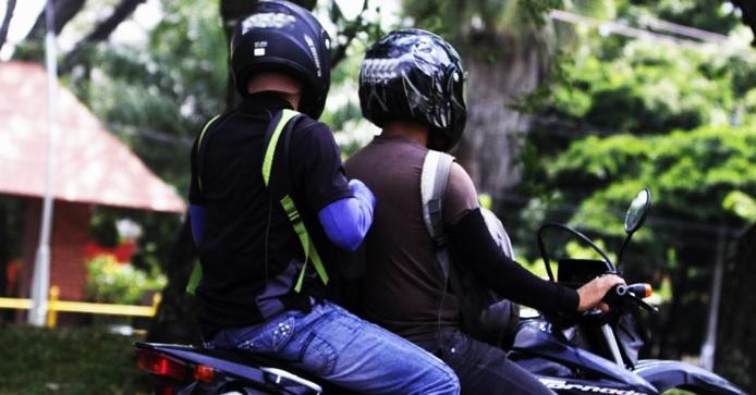 Prohíben circulación de parrilleros domiciliarios en motos por Bogotá