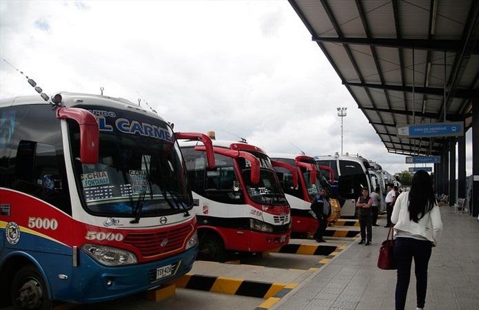 Cierran terminales de transporte por cuarentena general en Bogotá