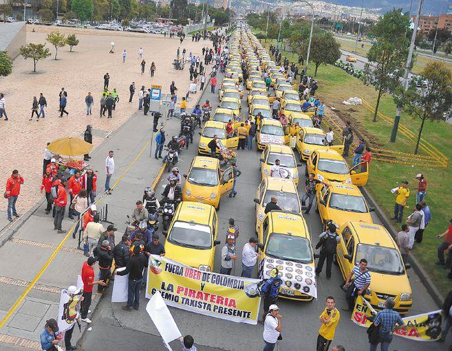 Taxistas bloquearon varías vías de Bogotá