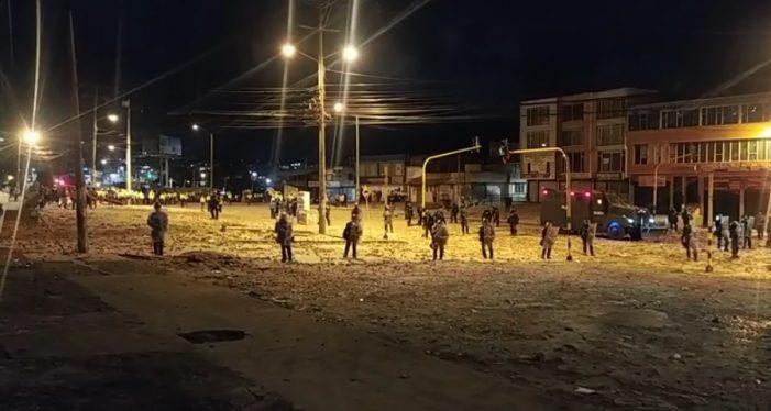 Fuertes enfrentamientos entre manifestantes y policías cerca al Portal Usme en Bogotá