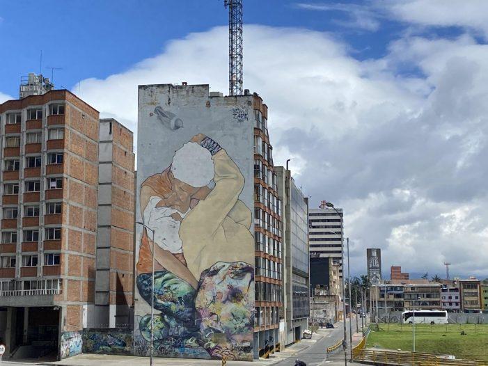 """Recuperan """"El beso de los invisibles"""", símbolo del arte del centro de Bogotá"""