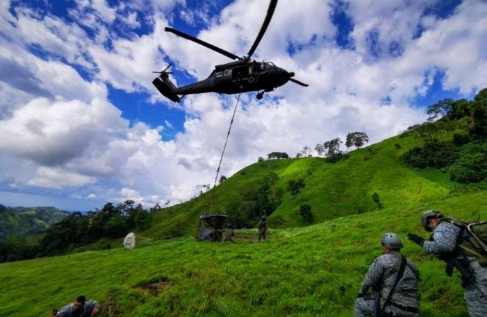 Fuerza Aérea traslada tanques de agua para la población de Yacopí